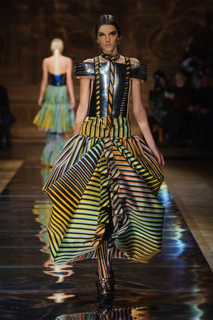 Показ Oscar Carvallo коллекции сезона Весна-лето 2014 года haute couture - www.elle.ru - Подиум - фото 575000