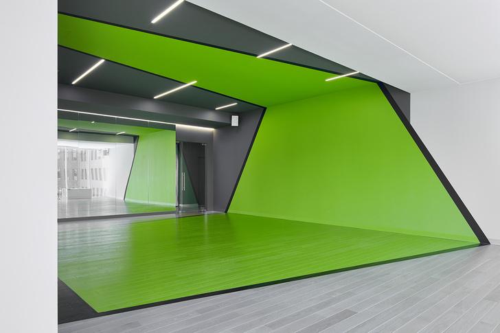 Разноцветный спортклуб в Екатеринбурге по проекту VOX Architects (фото 9)