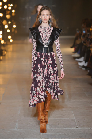 Показы мод Isabel Marant Осень-зима 2017-2018 | Подиум на ELLE - Подиум - фото 4888