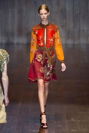 Показ Gucci коллекции сезона Весна-лето 2015 года prêt-à-porter - www.elle.ru - Подиум - фото 588727