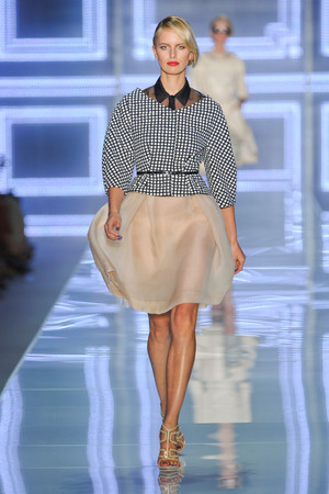 Показ Christian Dior коллекции сезона Весна-лето 2012 года prêt-à-porter - www.elle.ru - Подиум - фото 310564