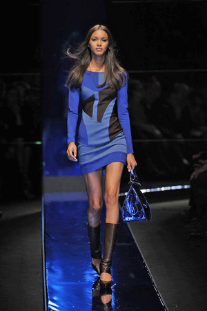 Показ Versace коллекции сезона Осень-зима 2010-2011 года Prêt-à-porter - www.elle.ru - Подиум - фото 151152