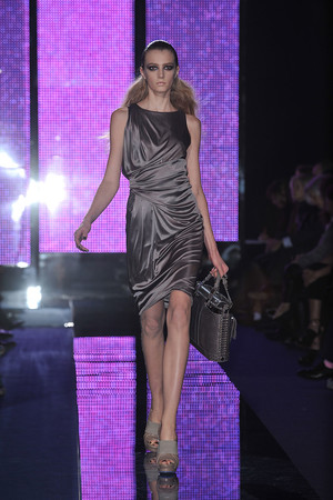 Показ Versace коллекции сезона Осень-зима 2009-2010 года Prêt-à-porter - www.elle.ru - Подиум - фото 96923