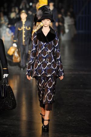 Показ Louis Vuitton коллекции сезона Осень-зима 2012-2013 года Prêt-à-porter - www.elle.ru - Подиум - фото 387459