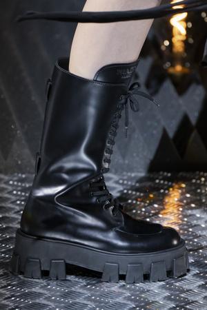 Карго и армейские ботинки: элементы военной формы в новых коллекциях (фото 9.1)