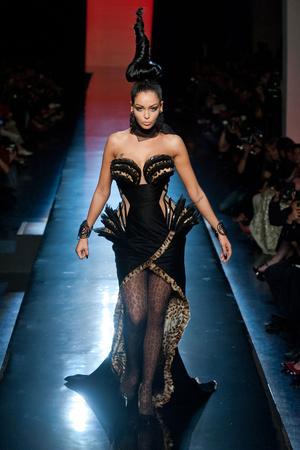Показ Jean Paul Gaultier коллекции сезона Осень-зима 2013-2014 года Haute couture - www.elle.ru - Подиум - фото 556242