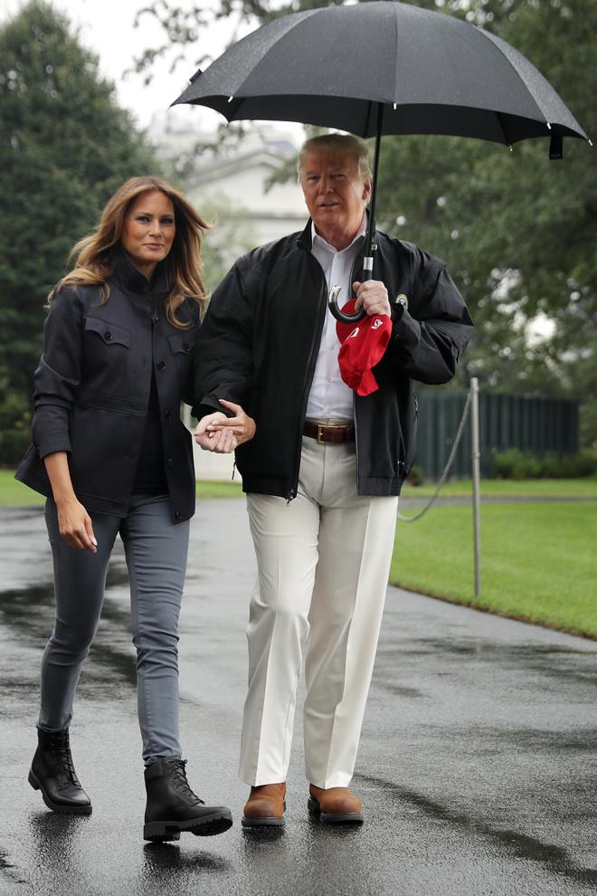 Мелания Трамп в черных ботинках Timberland и джинсах скинни (фото 1)