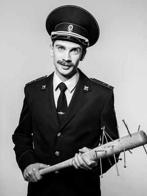 5 причин посмотреть спектакль «Человек из Подольска Сережа очень тупой» (фото 5)