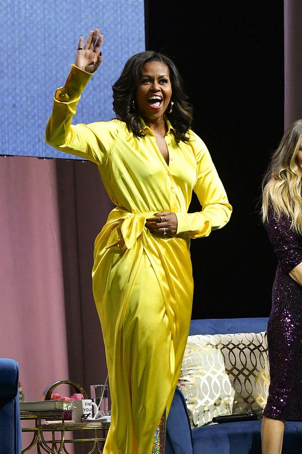 Затмила всех: Мишель Обама в шелковом платье и блестящих ботфортах Balenciaga (фото 1)