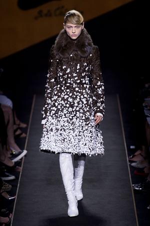 Показ Fendi коллекции сезона Осень-зима 2015-2016 года Haute couture - www.elle.ru - Подиум - фото 597120