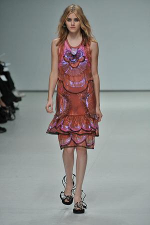 Показы мод Emma Cook Весна-лето 2009 | Подиум на ELLE - Подиум - фото 3403