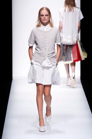 Показы мод Sacai Весна-лето 2013 | Подиум на ELLE - Подиум - фото 1003