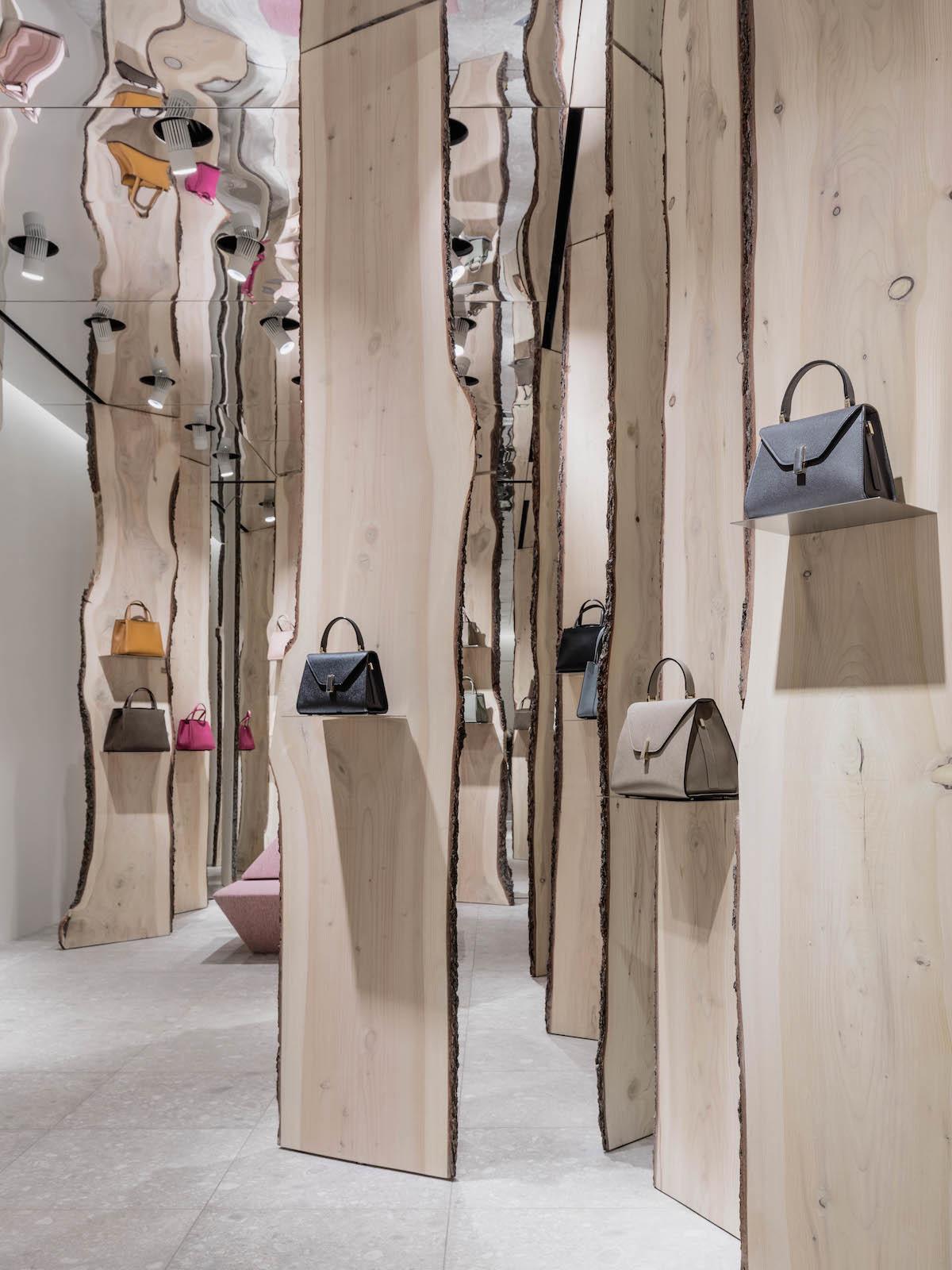 Свои в доску: инсталляция Кенго Кумы в бутике Valextra (галерея 4, фото 1)