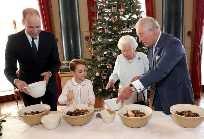 Кто унаследует трон? Особое значение новой королевской фотографии (фото 2)