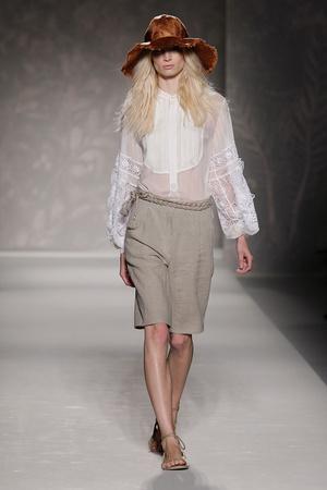 Показы мод Alberta Ferretti Весна-лето 2011 | Подиум на ELLE - Подиум - фото 2571