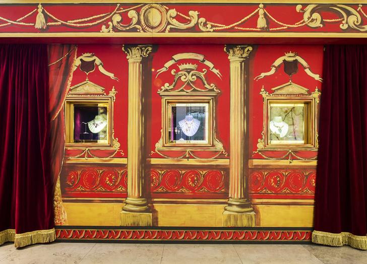 Dolce & Gabbana украсили витрины британского Harrods к Рождеству фото [3]