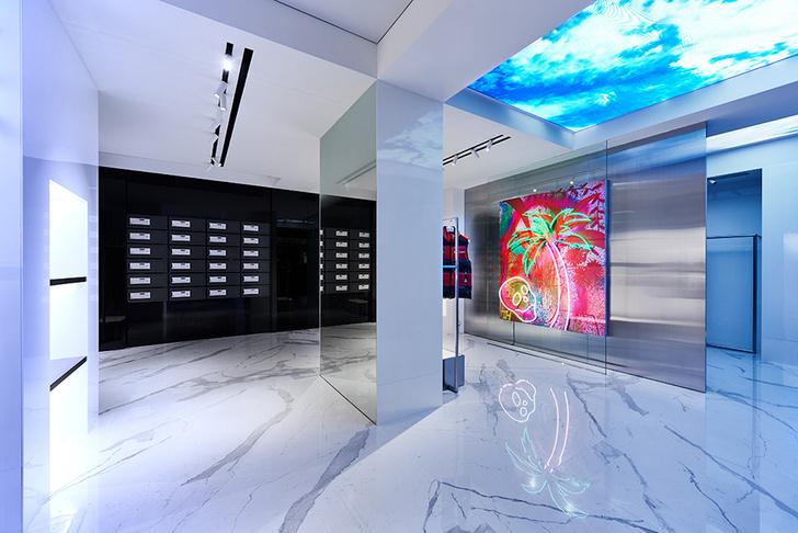 Белоснежный бутик Palm Angels в Гонконге (фото 0)