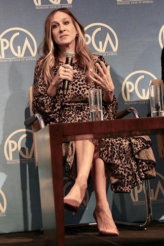 Сара Джессика Паркер в леопардовом платье на конференции в Нью-Йорке фото [2]