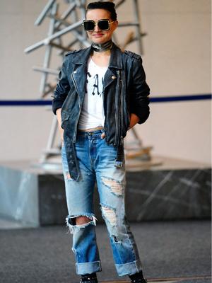 Рок-звезда: 36-летняя Натали Портман в рваных джинсах и косухе (фото 2)