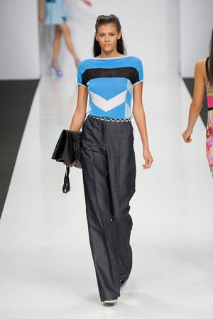 Показы мод Byblos Весна-лето 2013 | Подиум на ELLE - Подиум - фото 1085