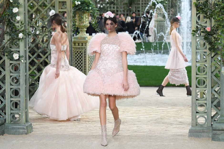 Кайя Гербер на показе кутюрной коллекции Chanel в Париже (фото 3)