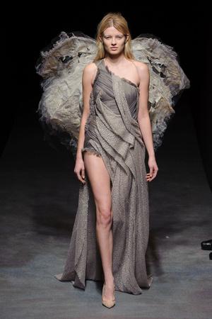 Показ Yiqing Yin коллекции сезона Весна-лето 2014 года Haute couture - www.elle.ru - Подиум - фото 575319