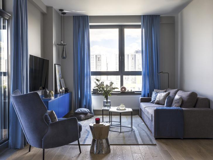 Этюд в синих тонах: двухкомнатная квартира в Москве (фото 0)
