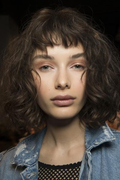 8 бьюти-трендов весна-лето 2018: волосы (галерея 3, фото 2)