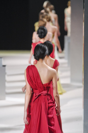 Показ Elie Saab коллекции сезона Весна-лето 2011 года Haute couture - www.elle.ru - Подиум - фото 216810