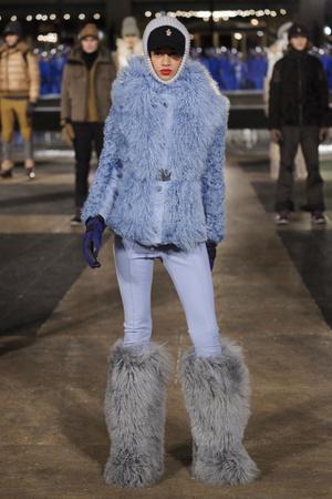 Показ Moncler Grenoble коллекции сезона Осень-зима 2016-2017 года prêt-à-porter - www.elle.ru - Подиум - фото 603540