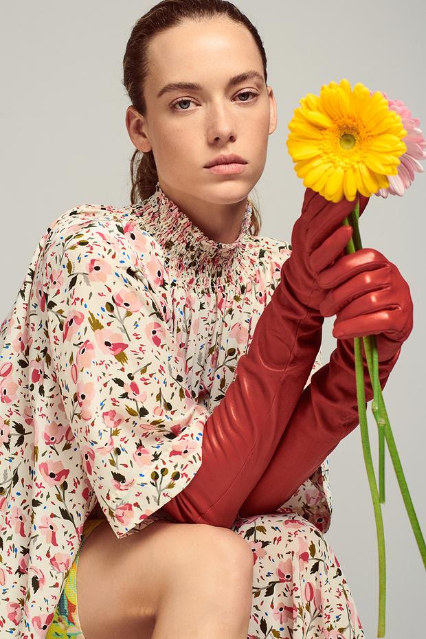 Цветочная поляна: нежные девичьи образы, сотканные из цветочного принта и хайку японских поэтесс (фото 0)