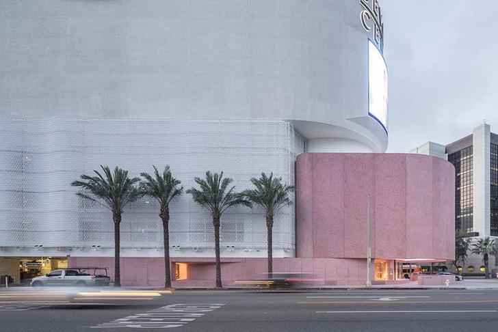 Розовая пристройка к Beverly Center по проекту Дэвида Аджайе (фото 2)