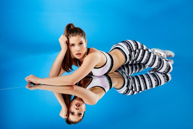 Аманда Черни стала лицом Guess Activewear (фото 3)