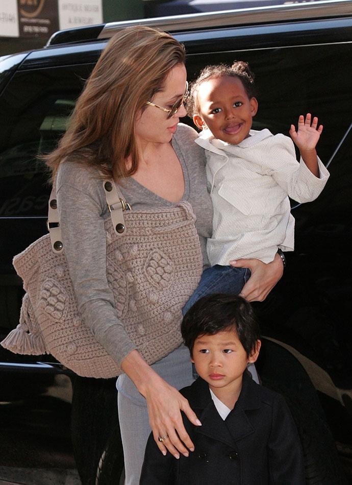 Анджелина Джоли с приемными детьми Захарой и Паксом