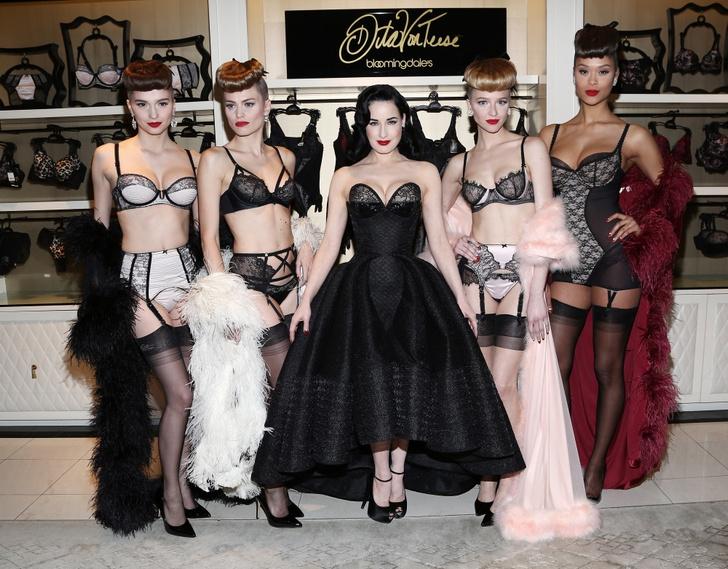 Дита фон Тиз и модели в универмаге Bloomingdale's