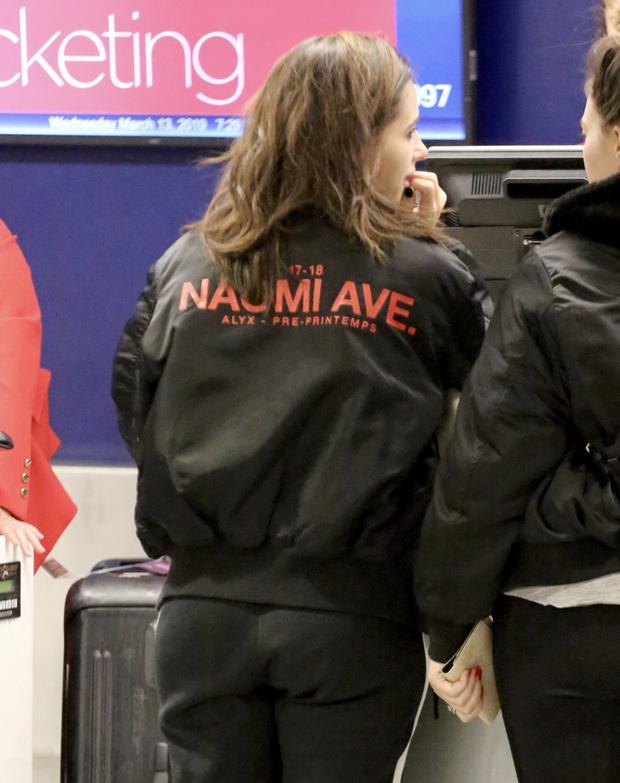 Именной бомбер и Nike: что носит «Жасмин» в реальной жизни? (фото 3)