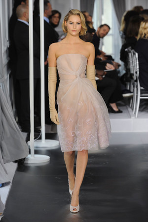 Показ Christian Dior коллекции сезона Весна-лето 2012 года Haute couture - www.elle.ru - Подиум - фото 330483