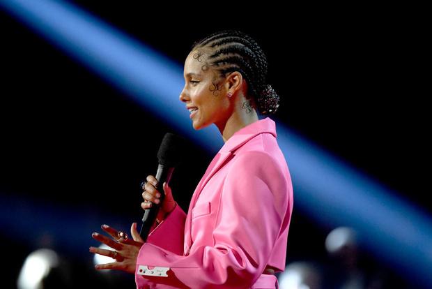 Кто одевал ведущую церемонии «Грэмми – 2020» Алишу Киз (фото 7)