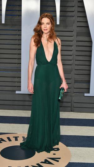 Призрачная нить: самые откровенные платья звезд на вечеринке после «Оскара» (фото 7.1)