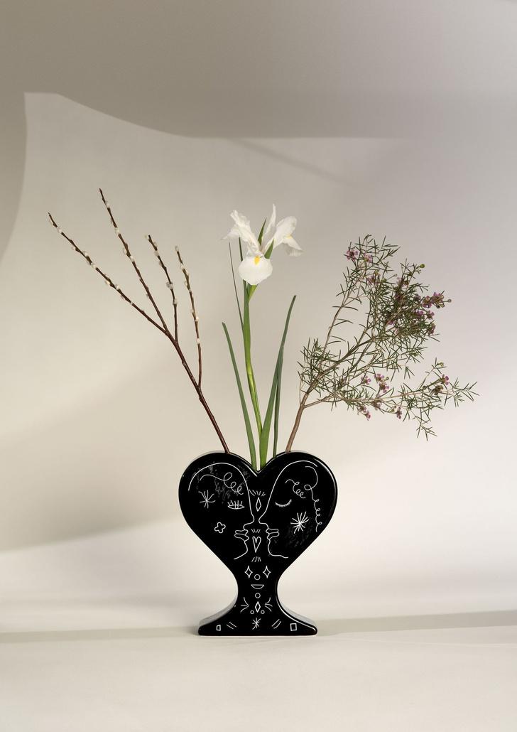 15 ваз в форме сердца: выставка в Мадриде (фото 2)