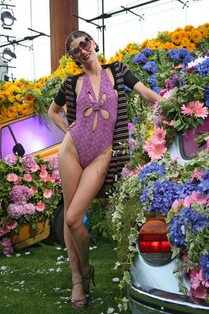 Показ Emanuel Ungaro коллекции сезона Весна-лето 2011 года Prêt-à-porter - www.elle.ru - Подиум - фото 193530
