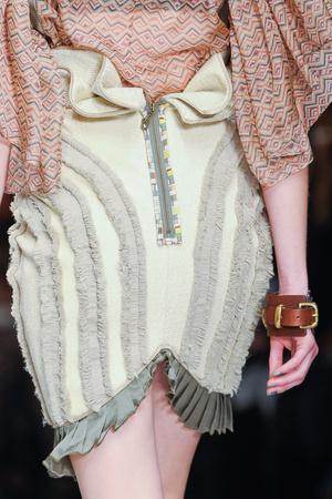 Показ Fashion Fringe коллекции сезона Весна-лето 2013 года prêt-à-porter - www.elle.ru - Подиум - фото 435583