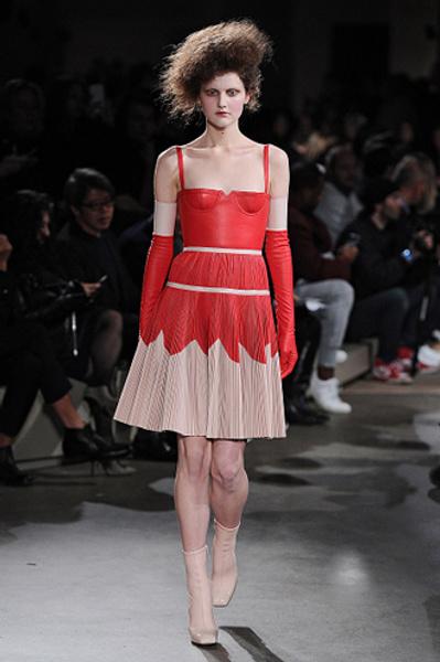 Неделя моды в Париже: показы Alexander McQueen и Paul & Joe ready-to-wear осень — зима 2015-2016 | галерея [1] фото [16]
