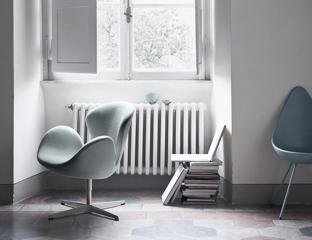Интерьер с креслом «Лебедь»