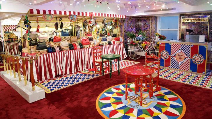 Dolce & Gabbana украсили витрины британского Harrods к Рождеству фото [4]