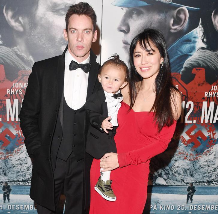 Джонатан Риз Майерс и Мара Лэйн с сыном фото