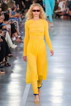 Показы мод Emilio Pucci Весна-лето  2017 | Подиум на ELLE - Подиум - фото 4657