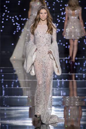 Показ Zuhair Murad коллекции сезона Осень-зима 2015-2016 года Haute couture - www.elle.ru - Подиум - фото 597316