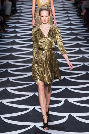 Показ Diane Von Furstenberg коллекции сезона Осень-зима 2014-2015 года prêt-à-porter - www.elle.ru - Подиум - фото 576496