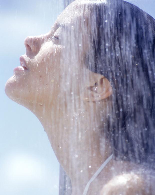 8. Примите горячий душ